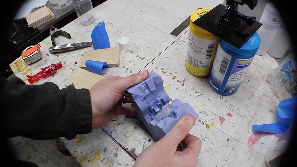 mold_making_20_remove_cast_action_figure