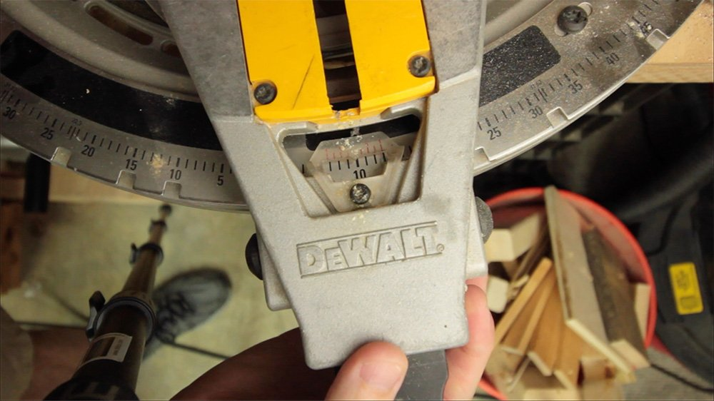 set angle on miter saw
