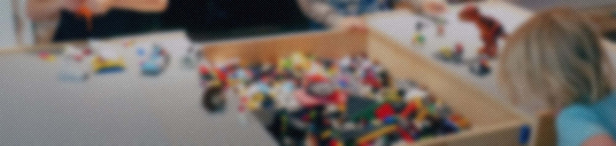 How to make a Lego build/storage table